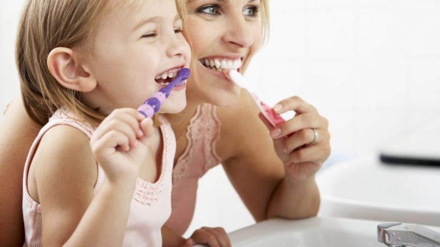 lavarsi-denti-dottoressa-santi